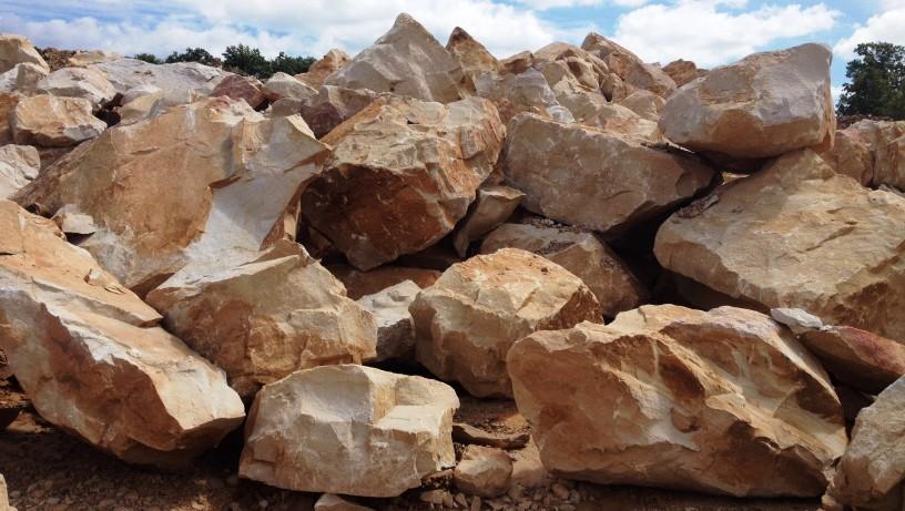 Landscaping stone bullskin stone lime llc for Landscaping rocks by the ton